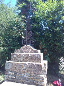 Aan het begin van de weg naar Taizé staat een mooi kruis