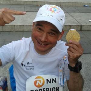 pastor Roderick liep de marathon van Rotterdam om de jongeren die naar de WJD willen te steunen
