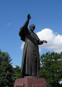 In Czestochowa staat een groot beeld van de heilige paus Johannes Paulus de II
