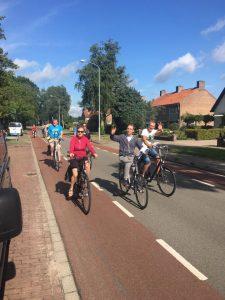 Jongeren van Amersfoort en omstreken op de fiets onderweg naar Kevelaer in Duitsland