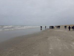 In het programma hadden de jongeren ook tijd voor een strandwandeling